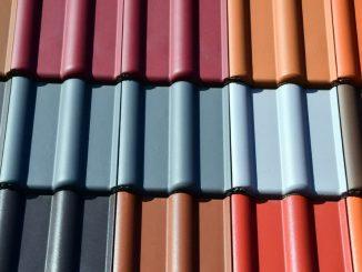 de la peinture sur une toiture